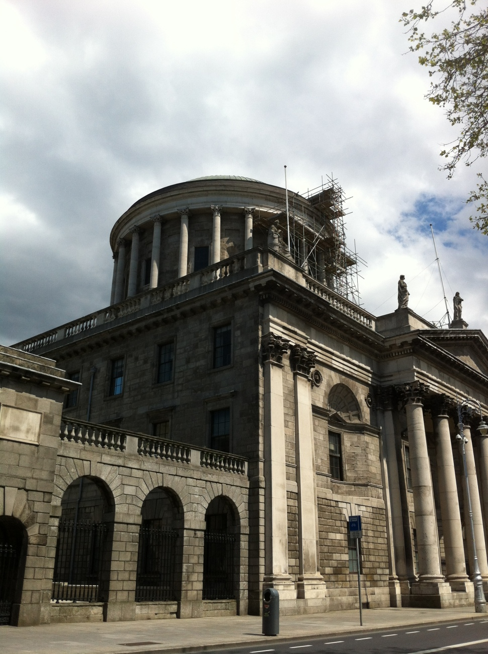 Four Courts-04